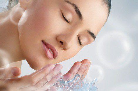 La limpieza facial casera es más superficial