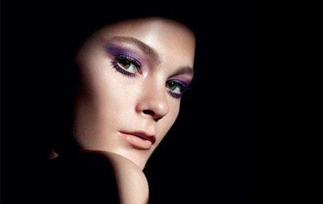 Imagen promocional de las nuevas sombras de ojos minerales de MAC