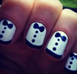 Las uñas de Zooey Deschanel también se vistieron de gala en los Globos de Oro 2012