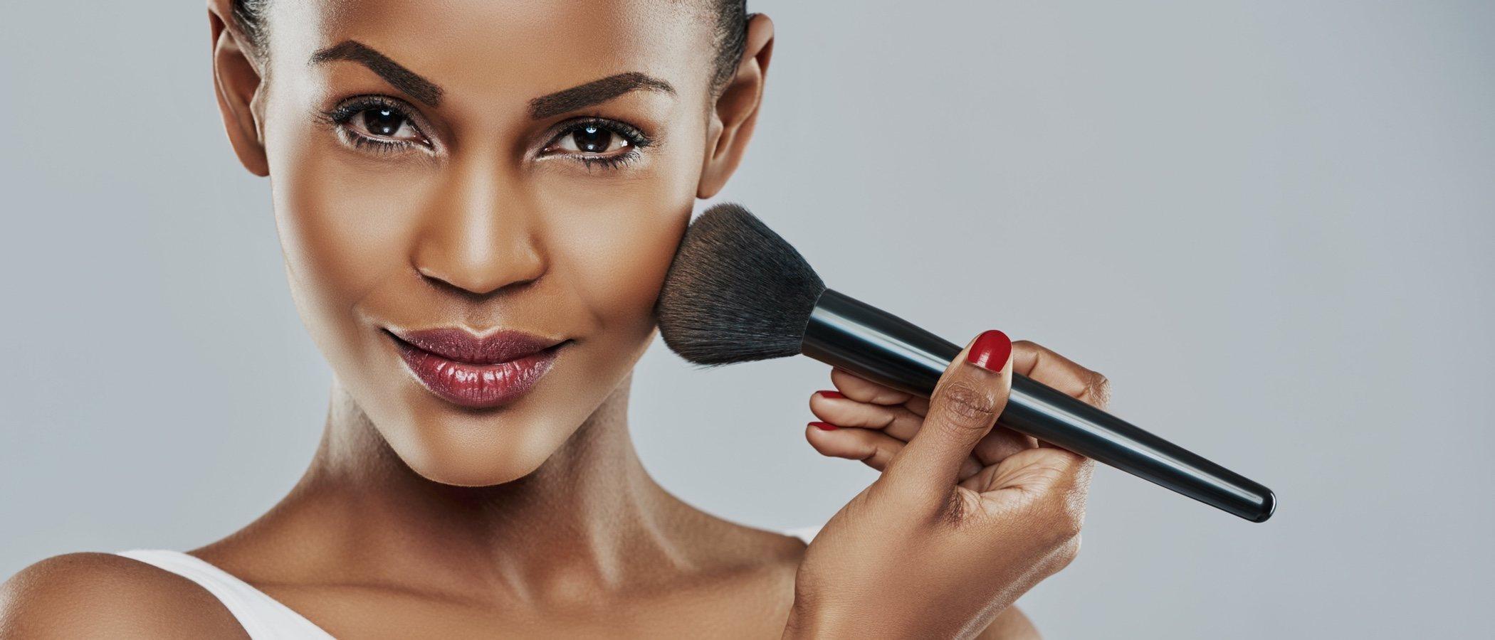 como resaltar pomulos con maquillaje