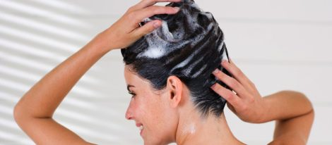 Mascarillas caseras para controlar el cabello graso