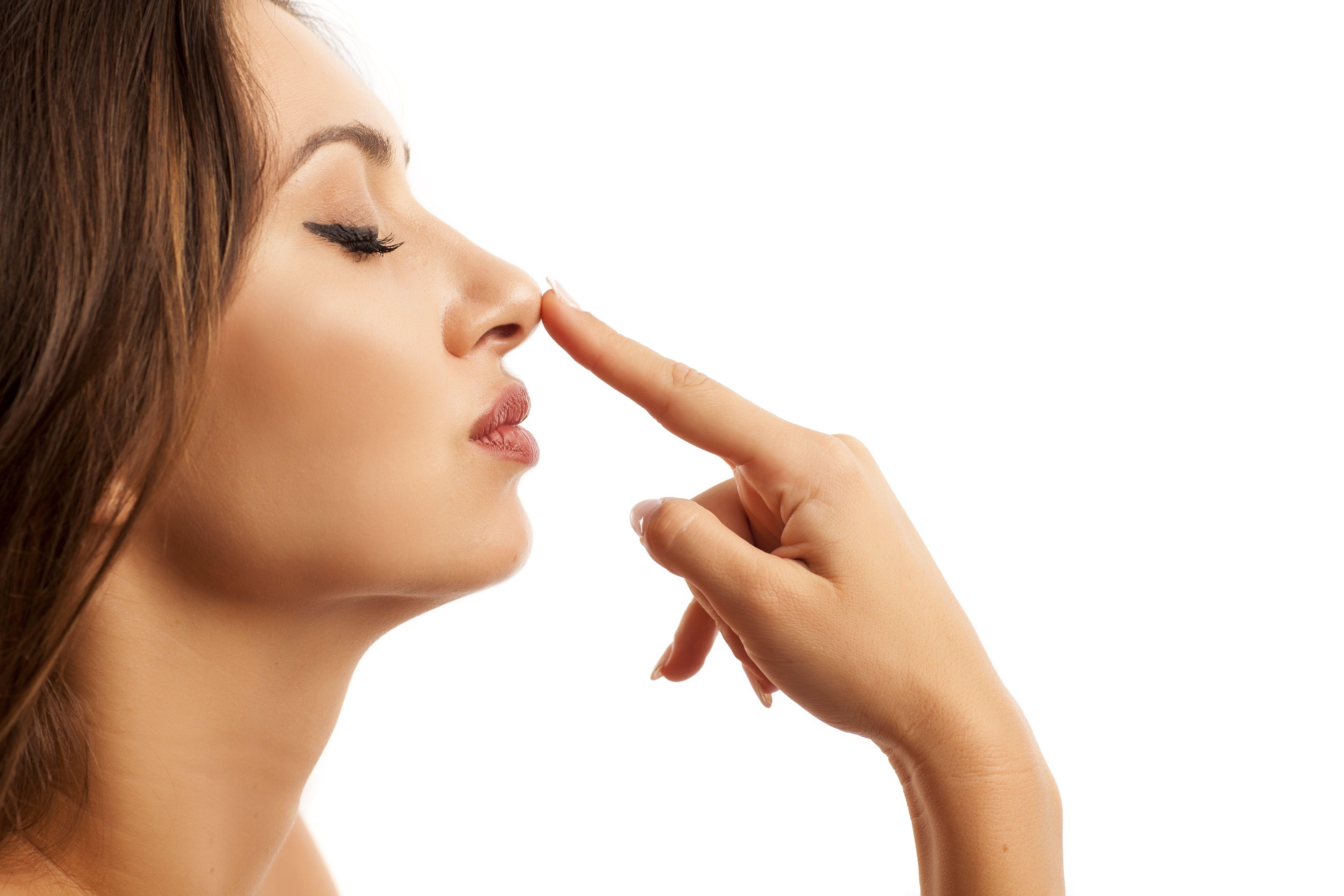 La nariz se puede disimular con maquillaje