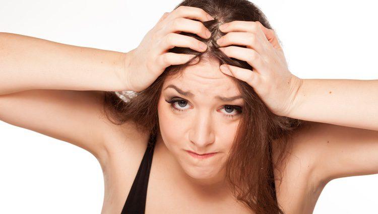 La alimentación es una de las bases para mantener el cabello fuerte