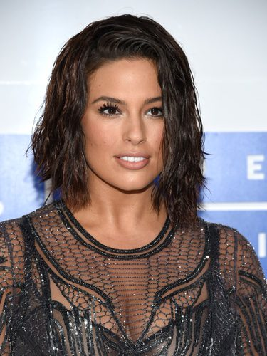Ashley Graham con el pelo mojado