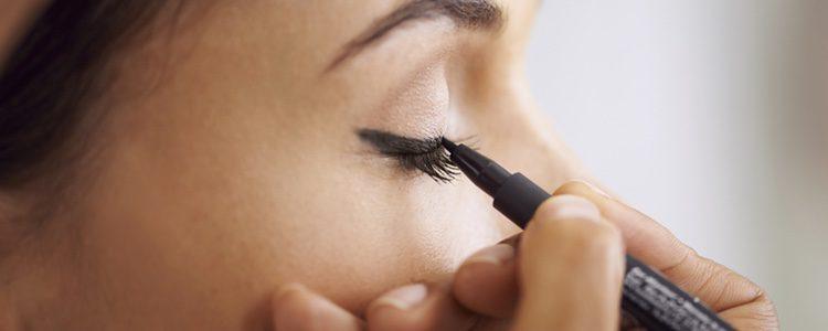El eye liner resaltará tu mirada pero no quedará excesivo, por lo que es muy buena opción