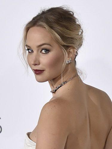 Jennifer Lawrence con un recogido ondulado