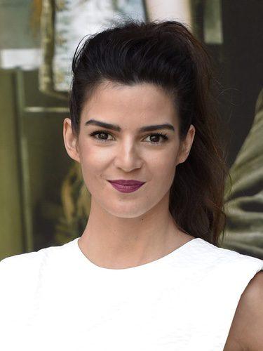 Clara Lago aporta una nota de color con su labial