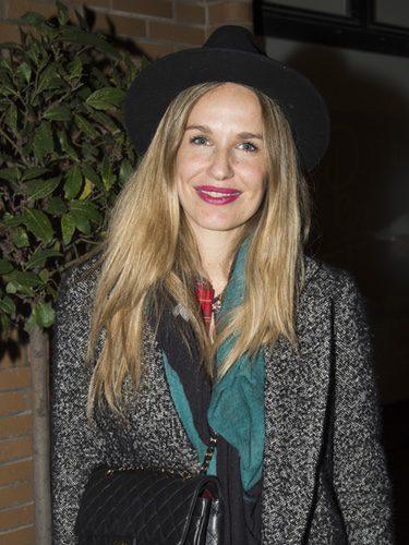 Carola Baleztena complementa su look con un sombrero negro