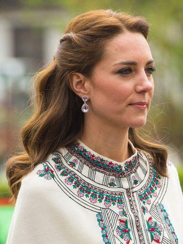 Kate Middleton con un semi recogido ondulado
