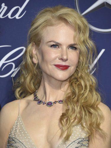 Nicole Kidman se decide por el pelo suelto y rizado