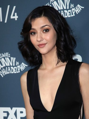 Katie Findlay se decide por un look en tonos tierra