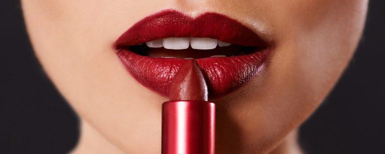 Los labios rojos te aportarán mucha clase y elegancia