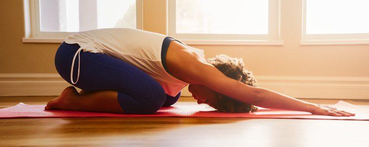 El yoga aumenta la serotonina por lo que nos ayuda a dormir mejor