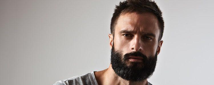La barba hay que cuidarla al igual que el pelo, por eso usar aceite específico es muy bueno