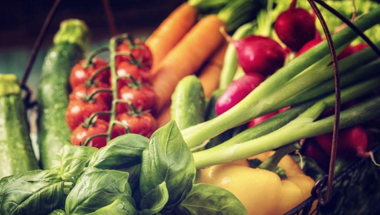 Hay que añadir a nuestra dieta una gran cantidad de verduras y legumbres