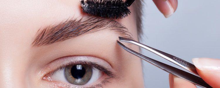 La alimentación también influye en el crecimiento del pelo de las cejas