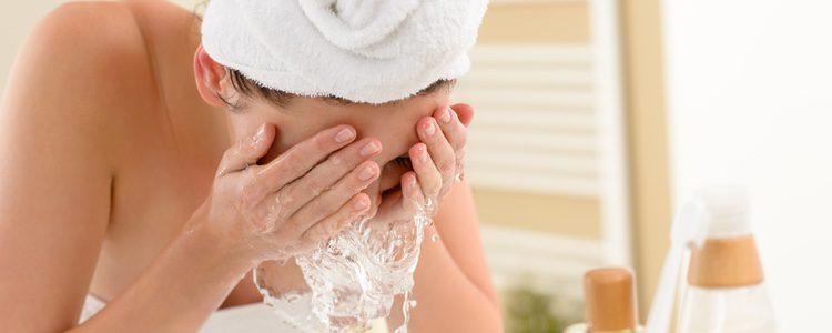 Siempre que vayas a acostarte deberás limpiar tu piel para dejarla impecable