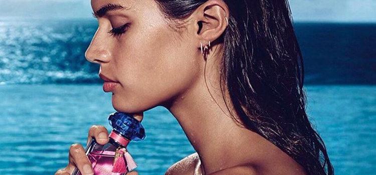 Sara Sampaio en la campaña del nuevo perfume de edición limitada 'Very Sexy Now' de Victoria's Secret