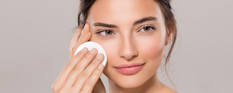 Sus beneficios básicos se centran en el potente uso que tiene para eliminar el maquillaje