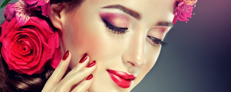 Añade colorido a tus ojos para conseguir un efecto glitter y las tonalidades de la primavera