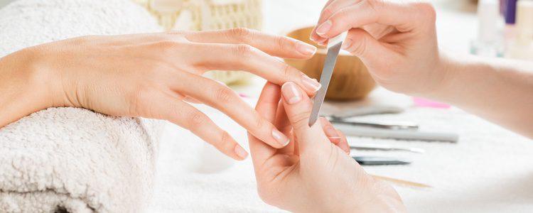 Las uñas de porcelana necesitan ser cuidadas