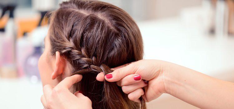 Las mujeres con el pelo rizado recurre de forma frecuente al uso de herramientas de calor