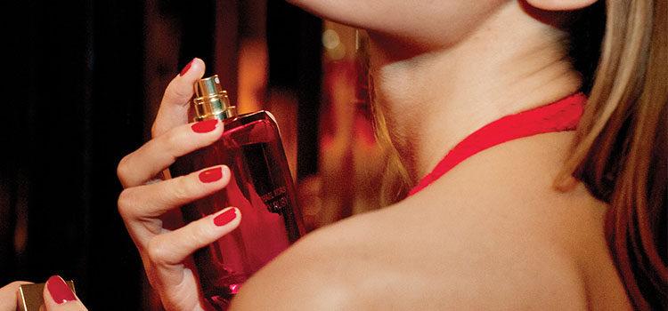 Imagen de campaña de 'Sexy Ruby Eau de Parfum' de Michael Kors