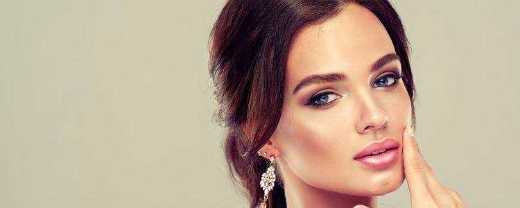 Elige un tono de maquillaje parecido al de tu color de piel