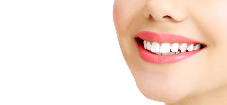 Para potenciar los labios finos se debe evitar el delineador por fuera