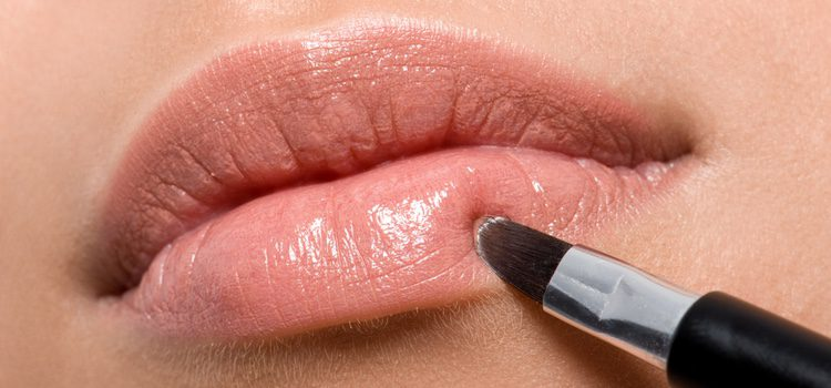 Para las bocas pequeñas se debe alargar ligeramente el labio superior