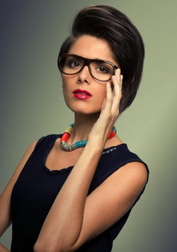 consigue un look favorecedor maquillada con gafas