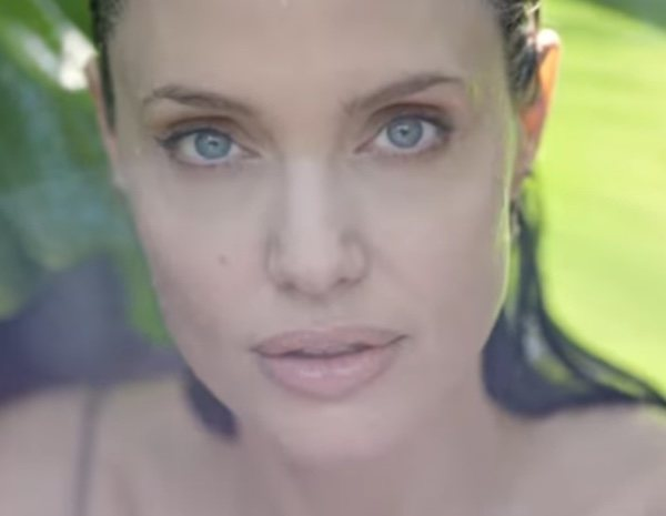 Angelina Jolie sigue siendo la musa de 'Bloom of Rose' de Guerlain