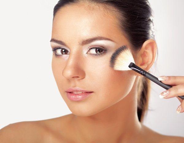 Cómo maquillarse con brocha